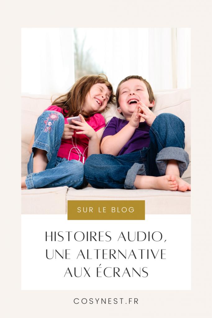 enfants écoutant une histoire audio