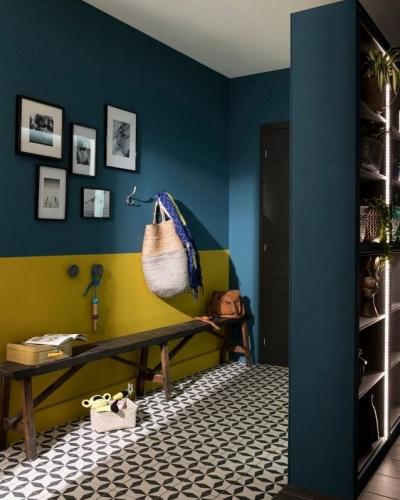 Mur Jaune Safran et bleu Paon